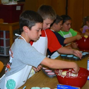 4-H'ers making cupcakes